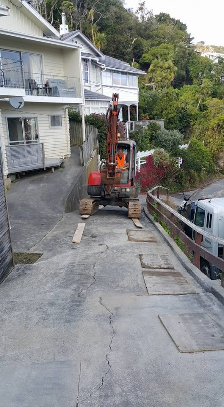 Getting the digger on site at Roseneath to lay 6x1 down to not damage the driveway.